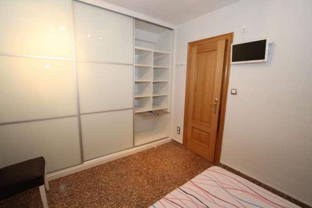 Fotos de Preciosa vivienda y plaza garaje, en avdª constitución, valencia (españa) 5