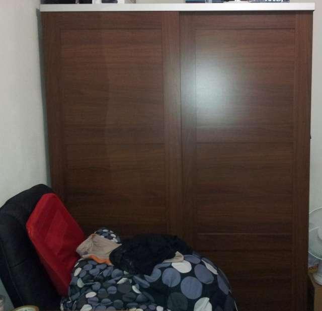 Armario doble con puertas correderas