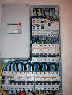 Electricista barato y profesional fontanero desatascos antenas