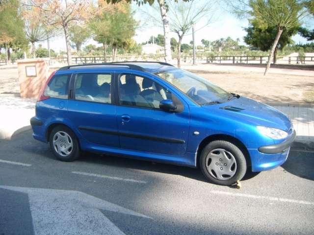 Vendo urgente peugeot 206 sw 1.4 diesel modelo 2004 color azul francia. por vehículo de menor valor o moto.