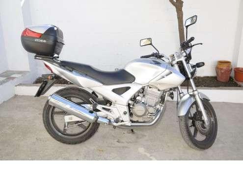 Honda cbf 250 en buen estado, con papeles al dia, ideal para el a2, siempre en garaje.