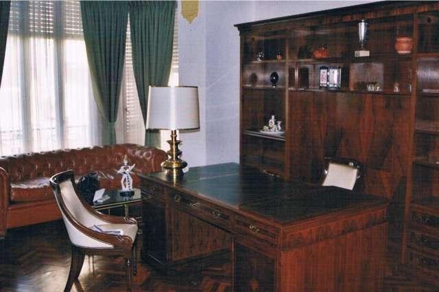 Despacho clásico completo de madera