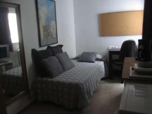 Fotos de Alquilo tranquila habitación individual con baño a chica 4