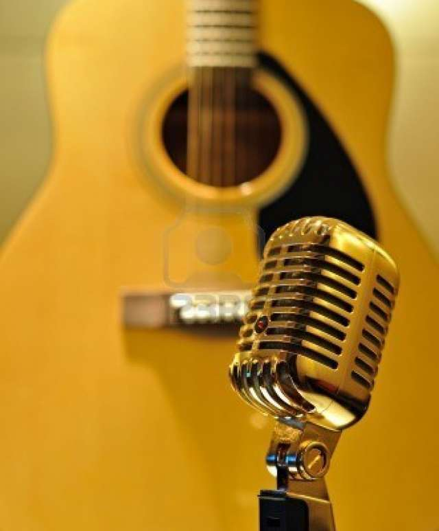 Se busca hombre o mujer guitarrista para dúo.