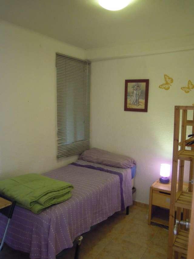 Habitacion comoda y tranquila en piso compartido