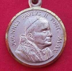 Medalla y cruces juan pablo ii en distintas formas y tamaños