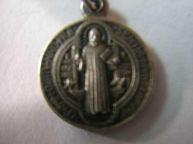 Medallas, llaves y cruces san benito