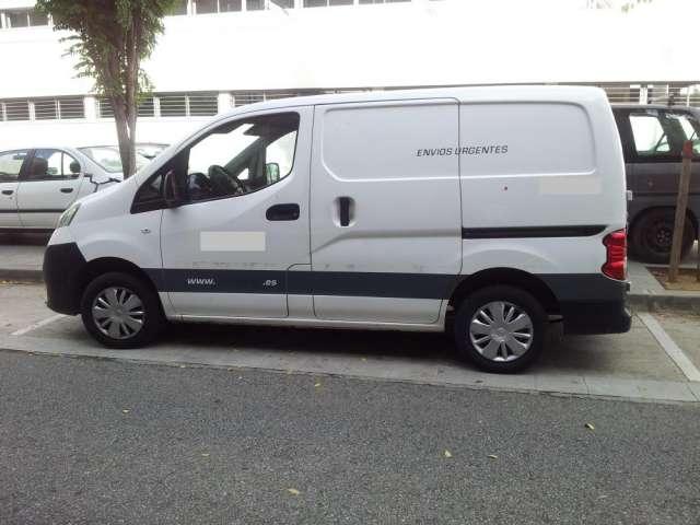 Vendo furgoneta con trabajo , distribución de paquetería.