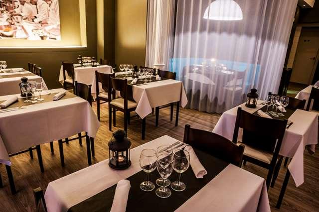 Restaurante & longue el sexto continente