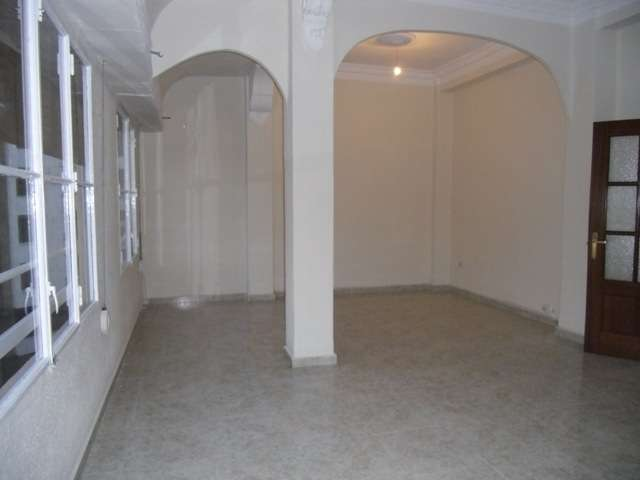 350e alquilo piso vacio 3 hab z. fdo catolico con plaza españa