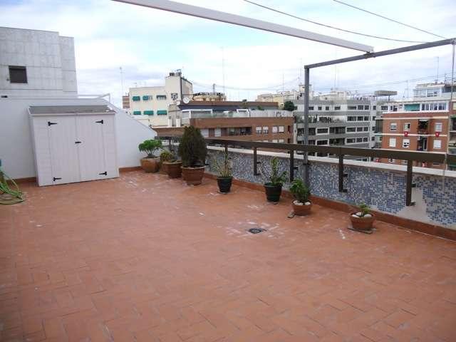 Alquilo atico vacio 3 hab con terraza 40m2 z. alameda