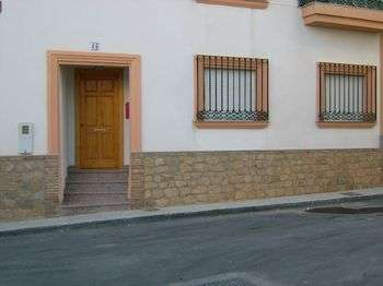 Vendo piso independiente 3 dormitorios amueblado con garaje