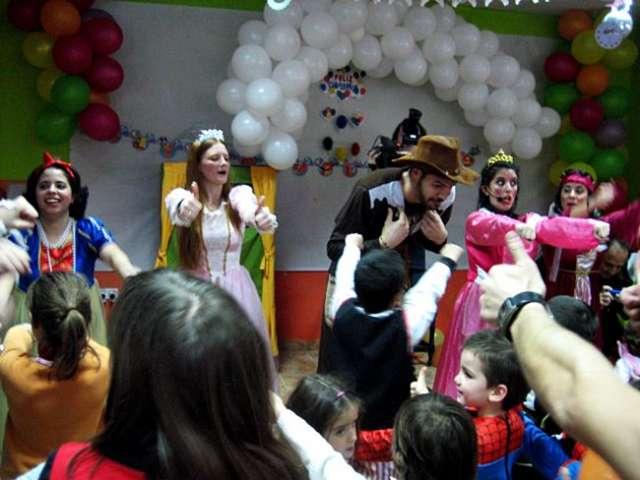 Payasos para cumpleaños infantiles en barcelona a domicilio.