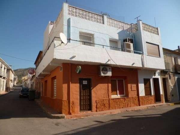 Se alquila bar con vivienda encima 1000 euros mensuales en barina