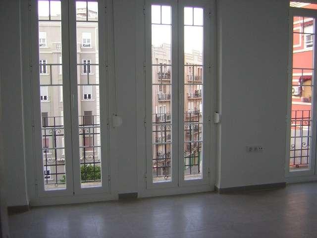 Alquilo piso reformado y vacio z. ruzafa
