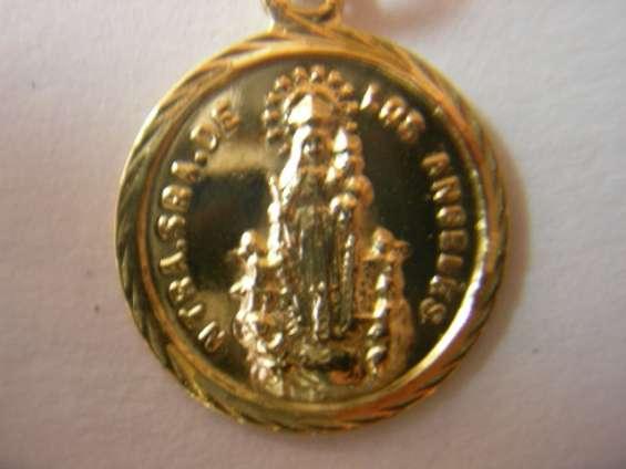 Medalla virgen de los angeles en oro y en plata.