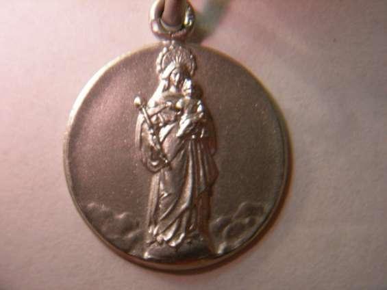 Medalla virgen blanca vitoria en oro y en plata.