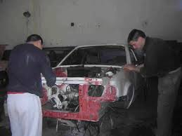 Curso de chapa y pintura de coches con prácticas, matrícula gratis.