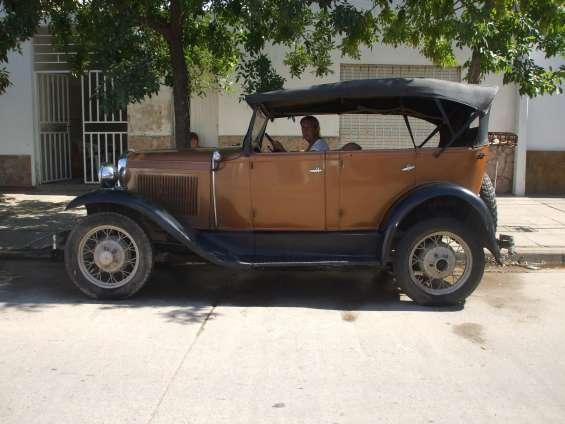 Juan jose oyhamburu restaura y compra coches antiguos