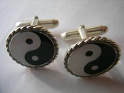Yin-yang en oro y plata