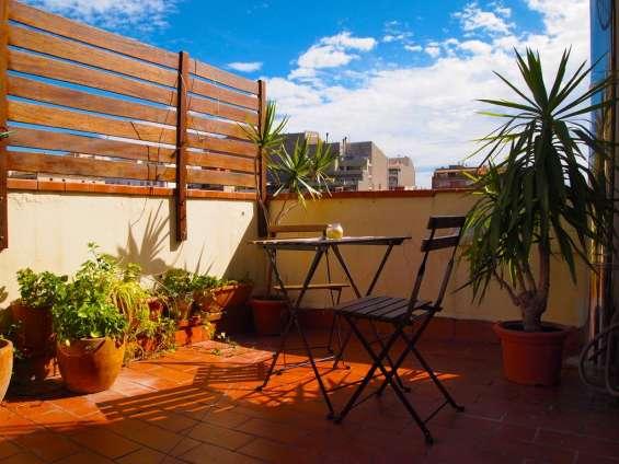 Dormir barato en barcelona estas vacaciones en zona céntrica