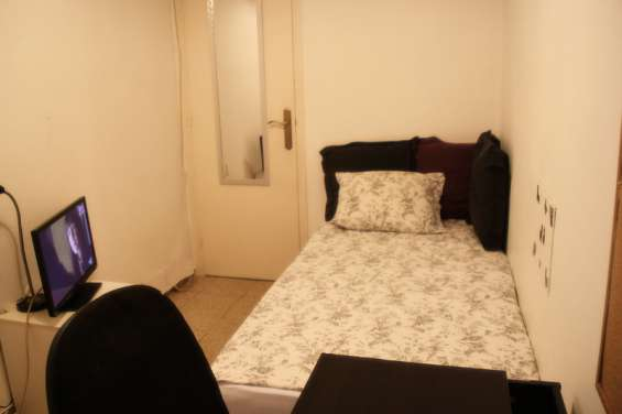 Fotos de Alquiler de habitación individual con baño privado sólo a chica - barcelona 4