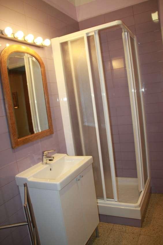 Fotos de Alquiler de habitación individual con baño privado sólo a chica - barcelona 5