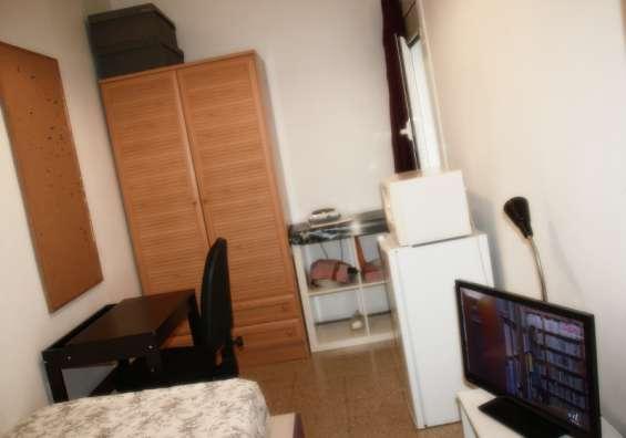 Fotos de Alquiler de habitación individual con baño privado sólo a chica - barcelona 3