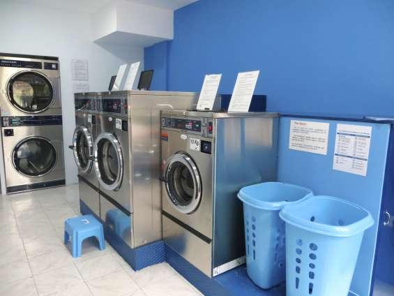 Dos lavadoras de 20kg, una de 10kg y torre dos secadoras