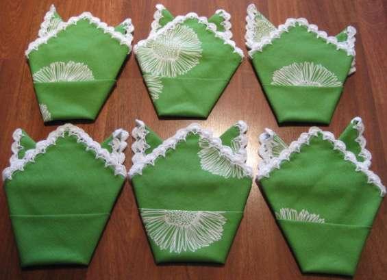Fotos de Mantel verde con flores blancas rematado a ganchillo 2