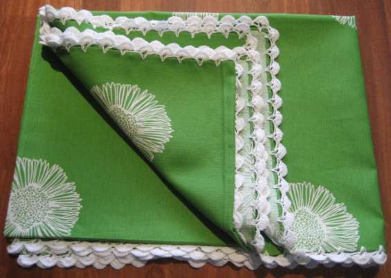 Fotos de Mantel verde con flores blancas rematado a ganchillo 3