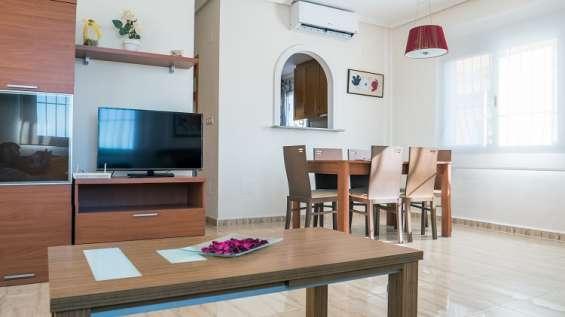 Salón con a/a, tv y wifi en la vivienda