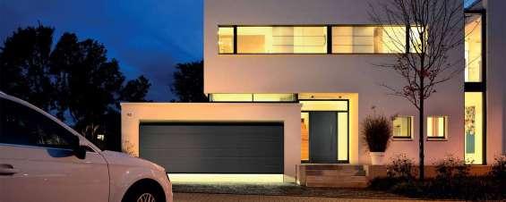 Puertas de garaje, puertas peatonales y automatismos de gama residencial
