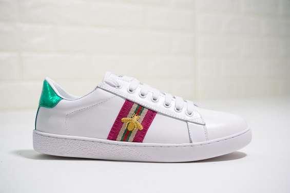 Imitation brand shoes copy zapatos, cinturones, lentes, bolsas de cuero.