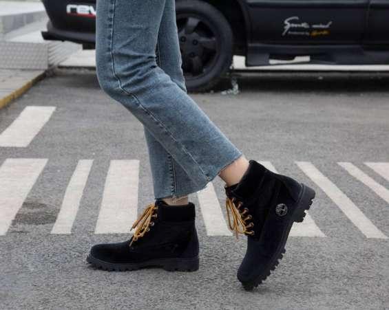 Off white nuevo modelo de zapatos de pareja