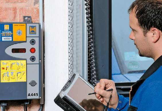 Revisión, reparación y mantenimiento de puertas industriales