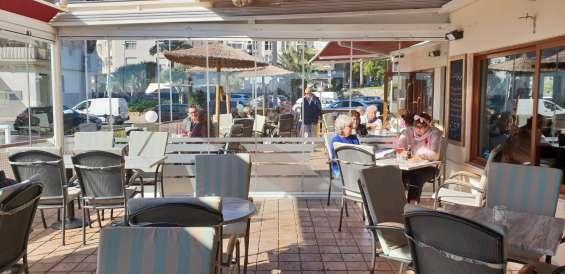 Ocasion local montato como cafeteria al lado de la playa