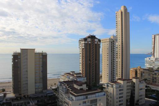 Ocasion chalet con piscina y parking y amueblada y vistas al mar