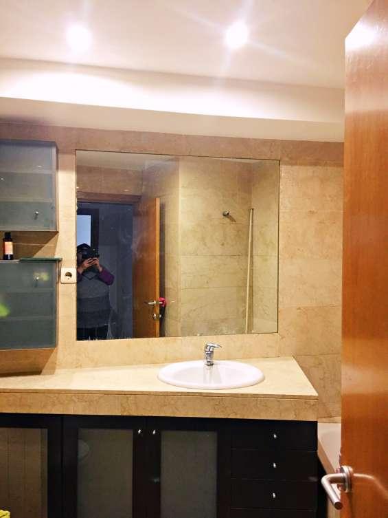Baño completo, suelo y paredes mármol